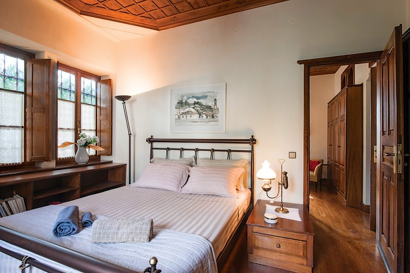The Fountainhead Historic Chalet in Pelion by JJ Hospitality, vacation rental in Milies