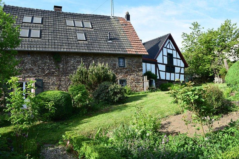 'Altes Steinhaus' Landhaus am Aremberg Eifel, holiday rental in Pomster