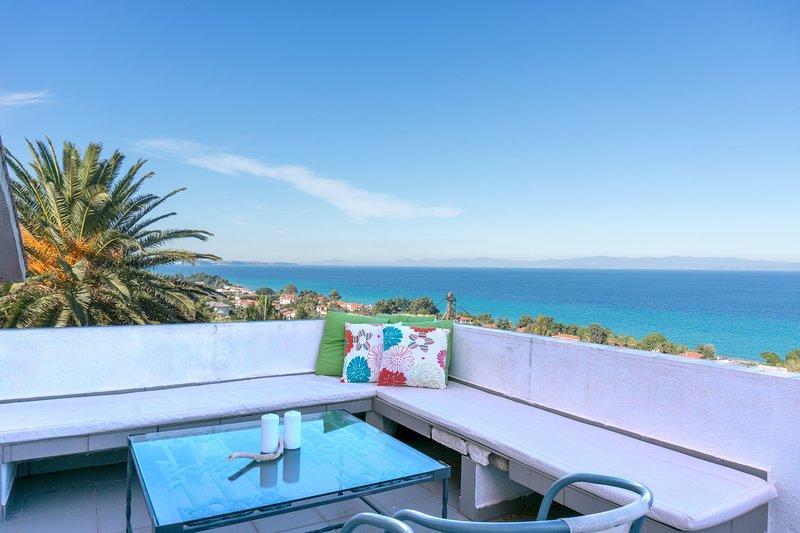Blue Horizon 3, 1BR apartment with fantastic view by JJ Hospitality – semesterbostad i Nea Skioni