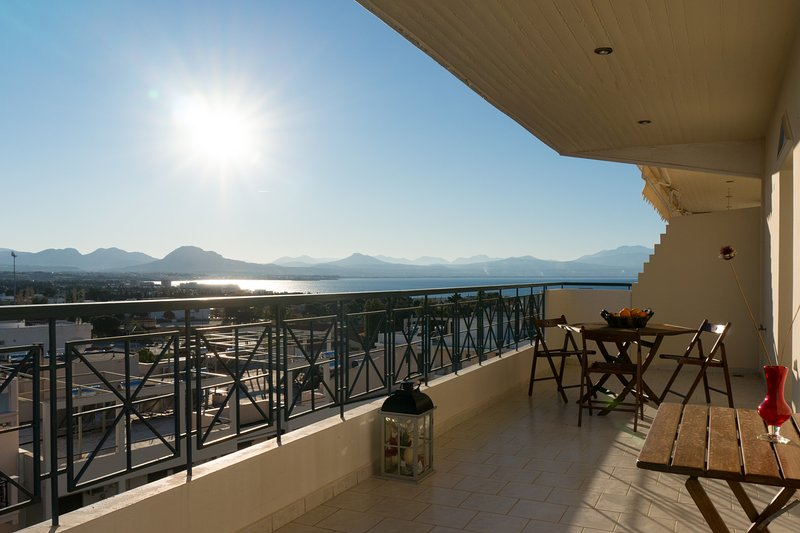 Casino Royal penthouse with pool by JJ Hospitality, vacation rental in Loutraki