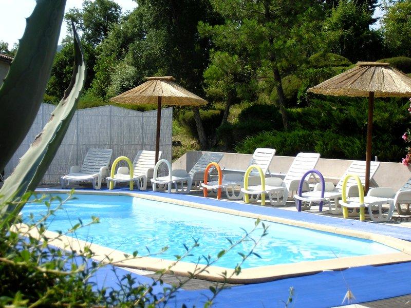 3 gîtes 2-4 pers piscine (appart dans villa ) 15mn de Cannes, Fréjus,st Raphael, location de vacances à Montauroux