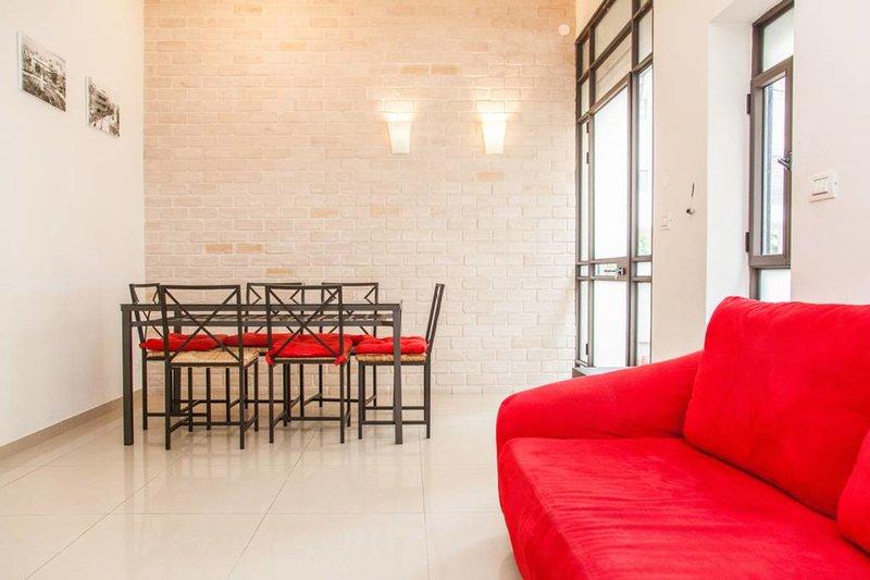 Mesa grande en la sala de estar si quieres tener una gran cena.