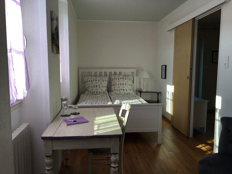 Lavender Suite @ Douceur de Vivre Canal du Centre, holiday rental in Santenay