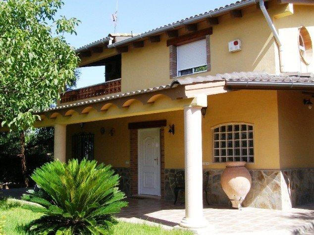 Casa Chale en Valencia con piscina privada Tierramedia, holiday rental in Montserrat