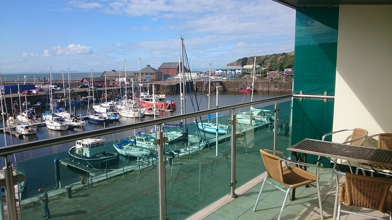 Luxury Harbourside Apartment with sea views, alquiler vacacional en St. Bees