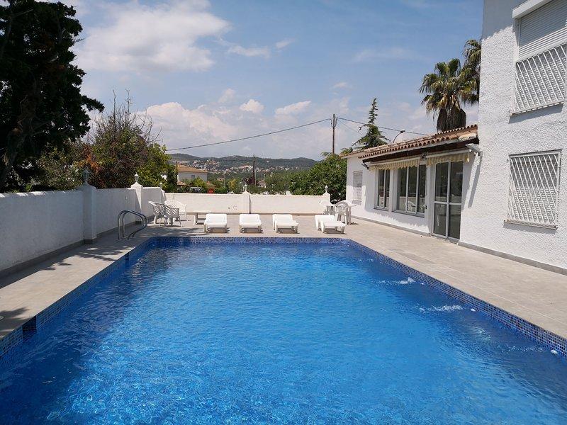 Villa con gran piscina en zona residencial, casa vacanza a Bonastre