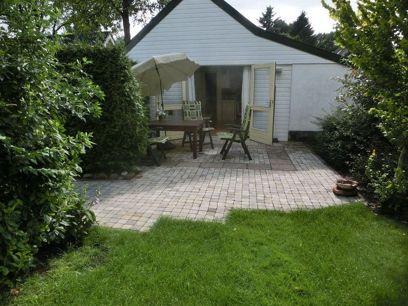 Wheelchair Accessible Holiday House for Up to 4 People in 2 bedrooms, holiday rental in Meppen