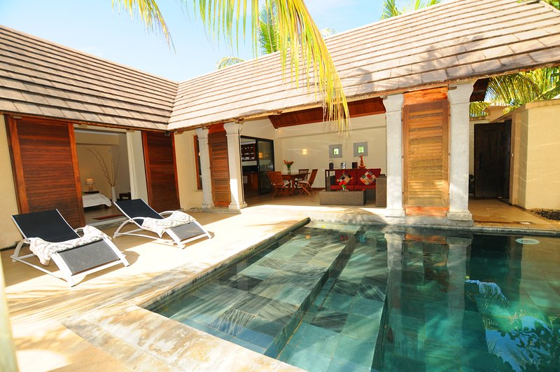 Villa Oasis 8 grand baie, no insight views, total privacy on pool and garden, vacation rental in Pereybere