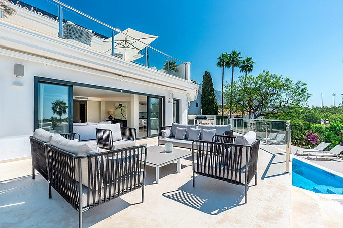 Modern Villa with Sea Views in the Golf Valley, vacation rental in Istan