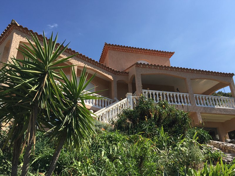 Villa with stunning views, private pool and shared tennis court, holiday rental in Le Boulou
