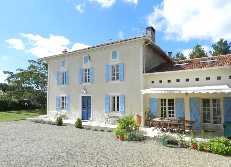 Maison Pyron & Le Grenier with Solar-Heated Private Pool, vacation rental in Poudenx
