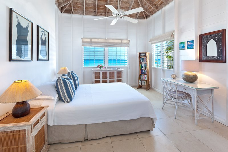 Master camera da letto con letto matrimoniale, vista mare, aria condizionata e bagno privato