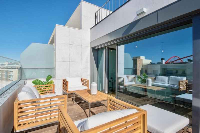 Lovage Grey Apartment, Benfica, Lisbon, holiday rental in Alfragide