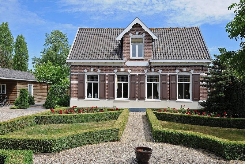 Amsterdam Lakes Amazing House Loosdrecht, holiday rental in Baambrugge