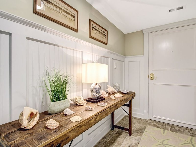 Totally renovated end unit to give the feel and comfort of the Ritz, Hilton, or Marriott properties.