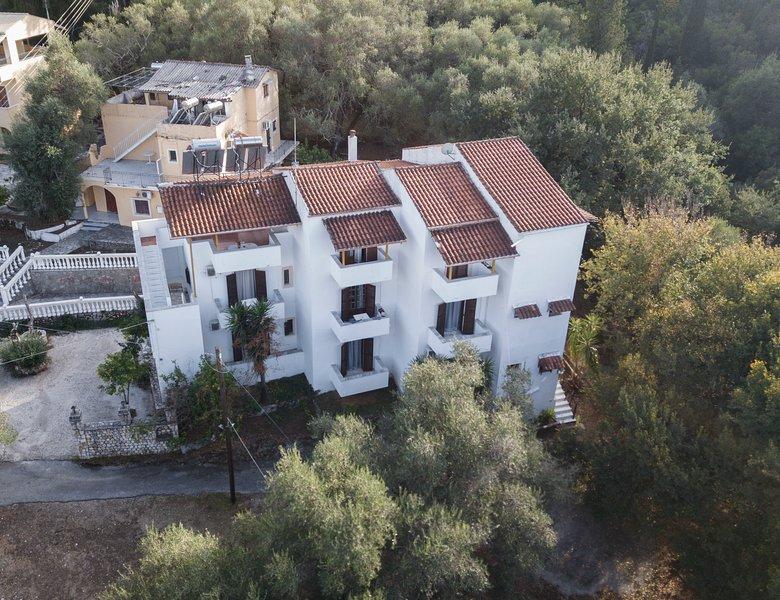 Corfu Room apartments, location de vacances à Ano Garouna