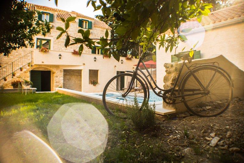Villa Castel Zinfandel em Kaštela, vista para o jardim de sonho