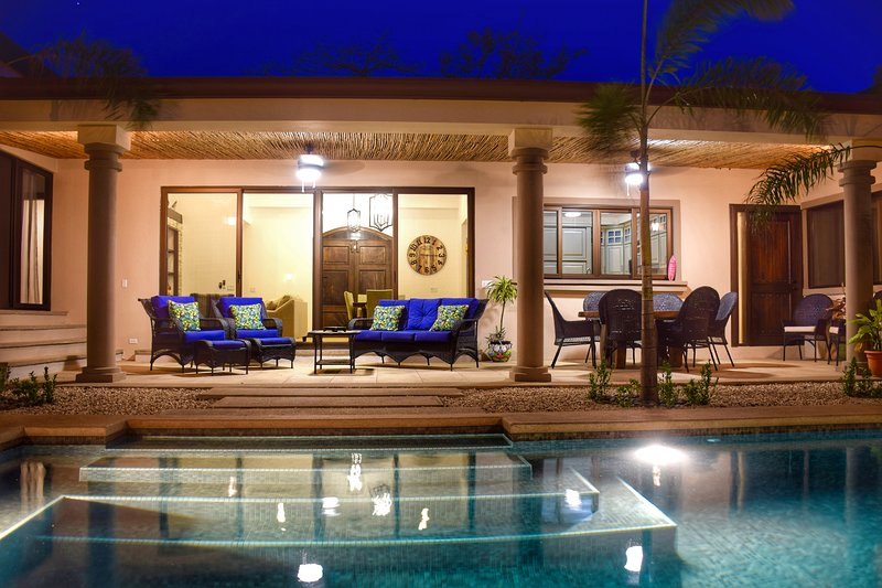 CASA COCOA new villa located at the union of Tamarindo and Langosta beach, holiday rental in Playa Langosta
