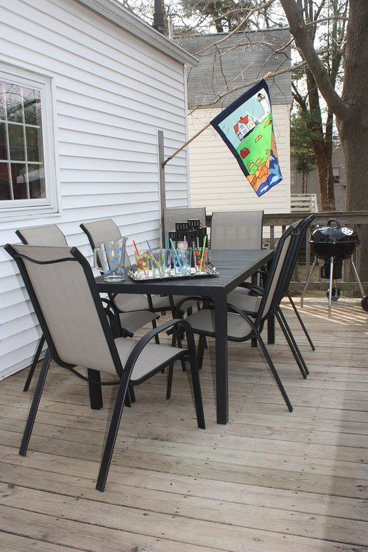 Terrasse extérieure à l'arrière de la maison permet aux clients de griller et de dîner à l'extérieur
