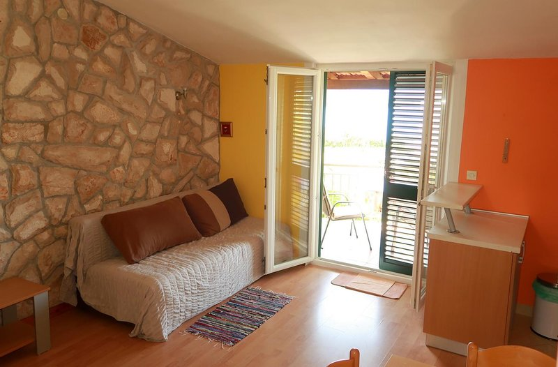 Mirca Apartment Sleeps 4 with Air Con - 5759781, vacation rental in Loviste