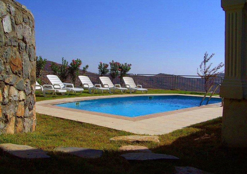 Geris Villa Sleeps 9 with Pool Air Con and WiFi - 5700520, alquiler de vacaciones en Gumusluk