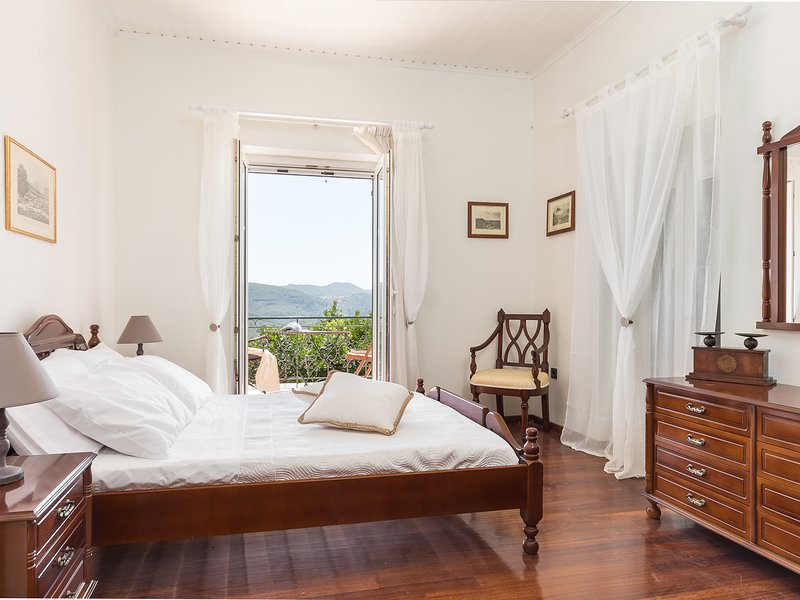 Luxury 1863 Corfu Villa, holiday rental in Sokrakion