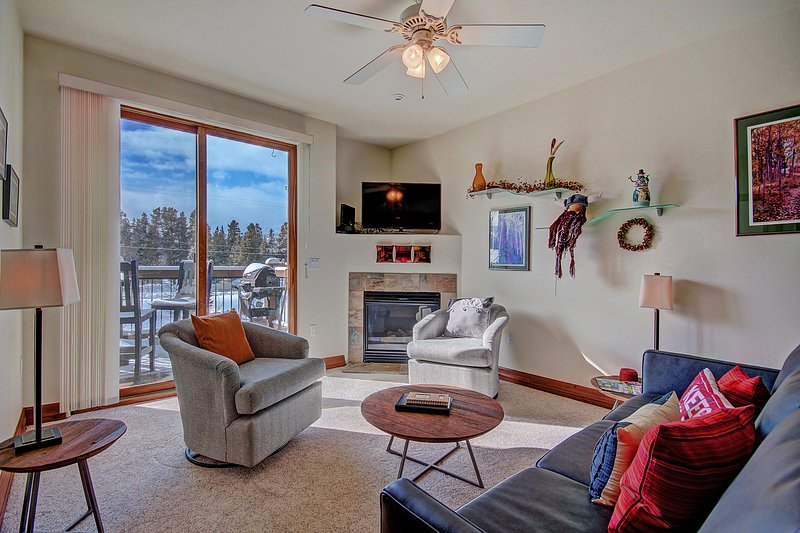 SkyRun Property - 'Highland Greens Lodge 305' - Stay cozy warm by the gas fireplace on those cold winter nights