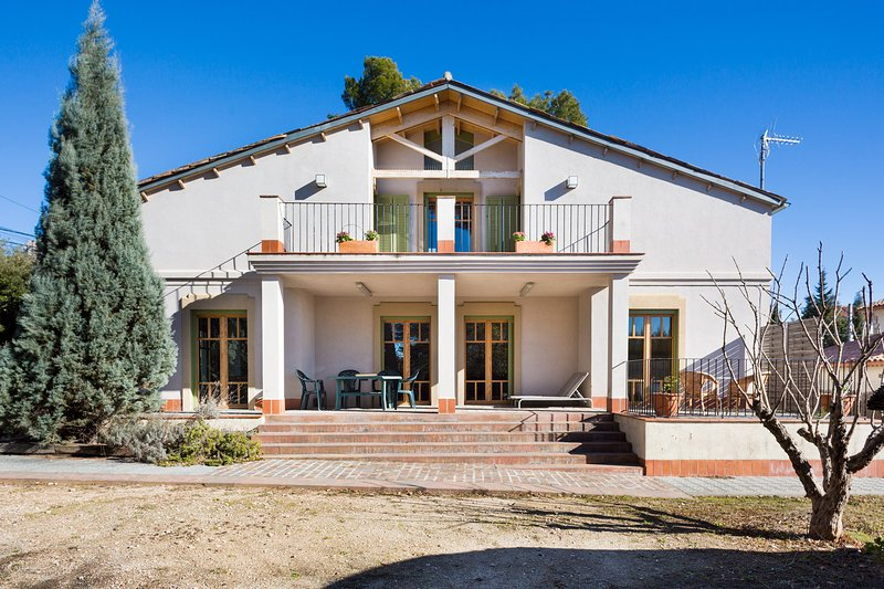 Rear facade, terrace rooms, porch, solarium suite.