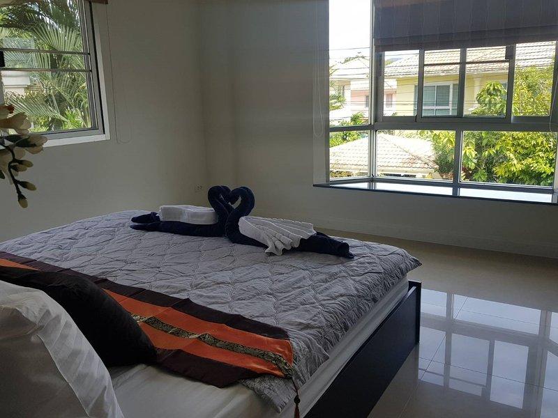 2 Bedroom Tropical Garden Villa, casa vacanza a Si Sunthon