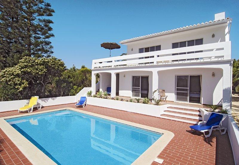 VBP16V3 Moradia e piscina em zona rural boni, holiday rental in Salema