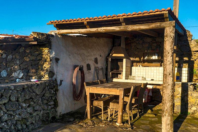 Casa Rural 'Geranios Rojos II' - Barbacoa, jardín, naturaleza, vistas, alquiler de vacaciones en El Hierro