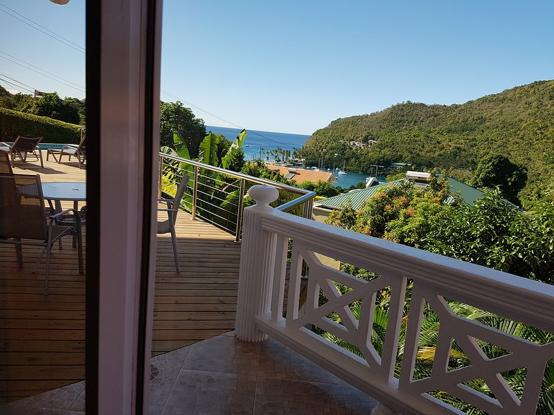 CASA VISTA-EXCLUSIVE GETAWAY/SUPBERB VIEWS/SAFE/SEPARATED/SANITIZED/2BR, aluguéis de temporada em Marigot Bay