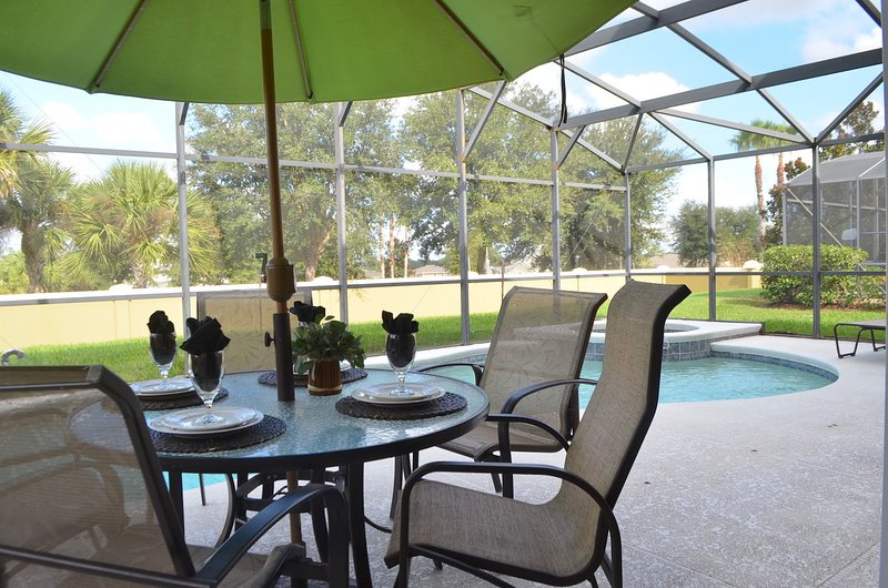 Disney,  Luxe Home, FREE HEATED  POOL !!, holiday rental in Davenport