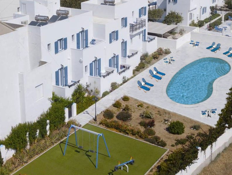 Ikaros Studios & Apartments, holiday rental in Agkidia
