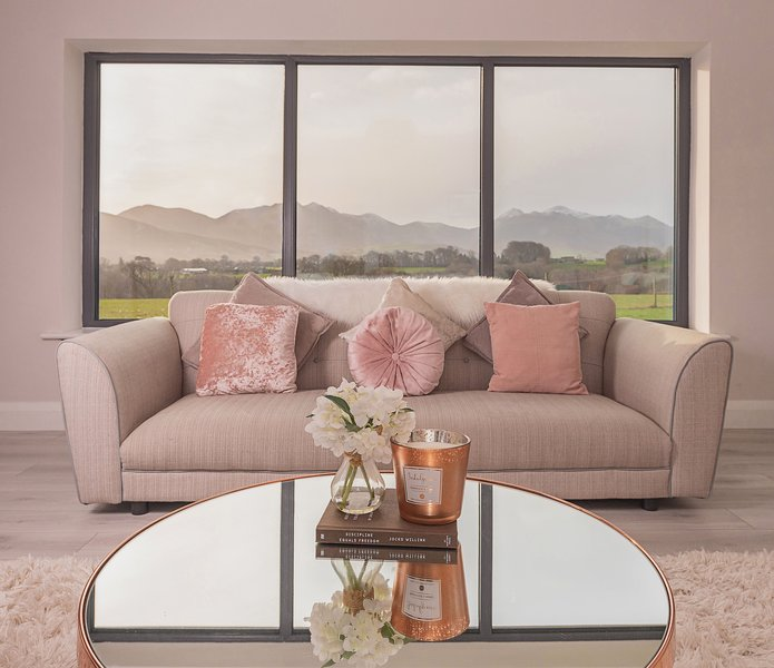Stunning 5 Bedroom Holiday Home in Killarney with Amazing Views!, holiday rental in Fossa
