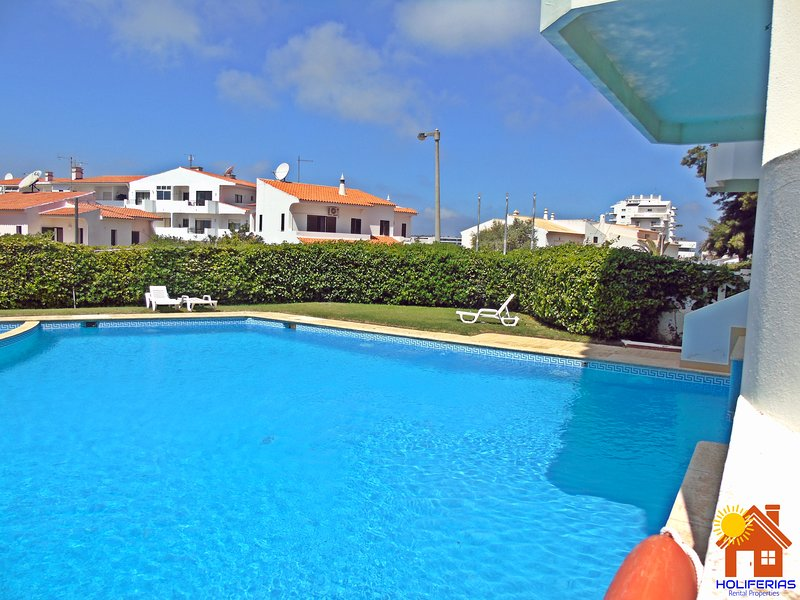 Large Studio Apartment Amoreira Mar, Alvor, location de vacances à Alvor
