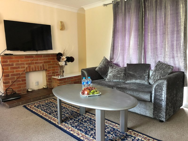Beautiful very Specious Bungalow independent with Kitchen & Garden, holiday rental in Princes Risborough