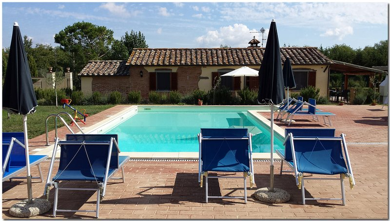 Villino Cortona - Holiday home with private pool, wifi, a/c, based in Tuscany, Ferienwohnung in Cortona