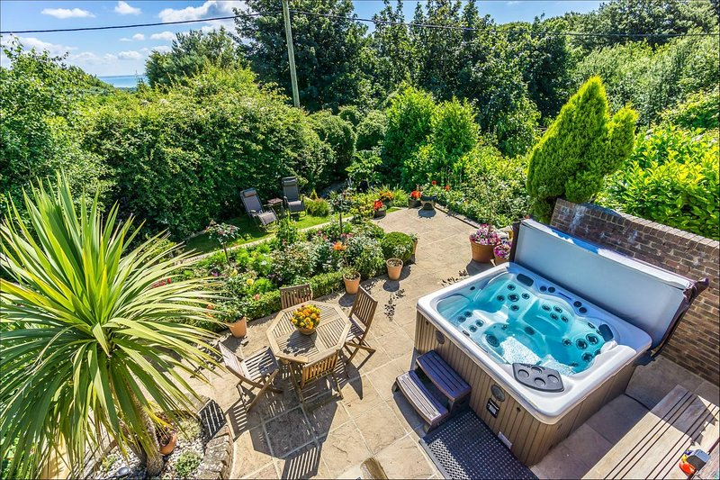 Sea View Holiday Flat with Pool & Spa - Covehurst Bay, casa vacanza a Hastings