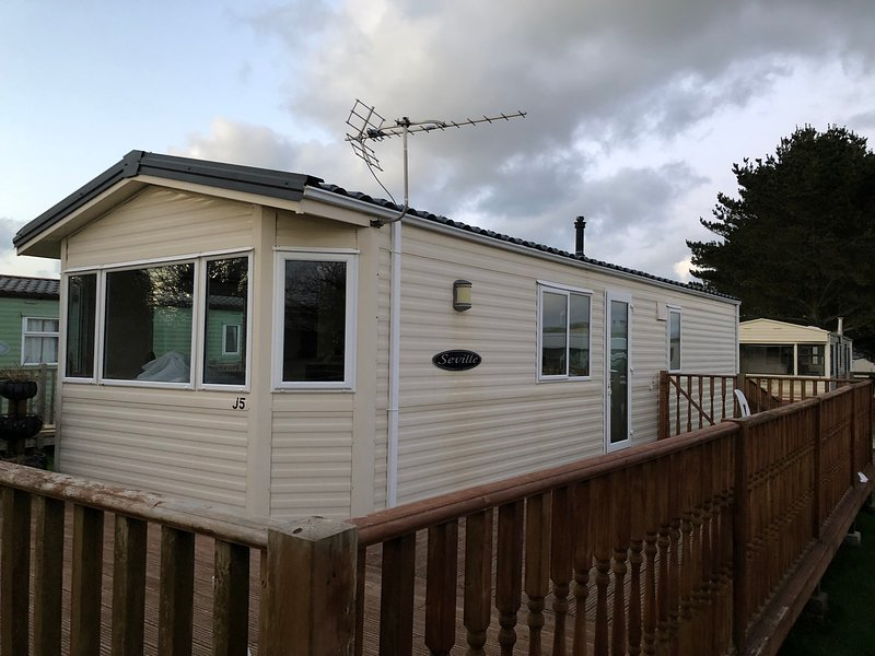 Spacious 3 Bedroom Static Caravan only Minutes from 7 Stunning Cornish Beaches, Ferienwohnung in St. Merryn