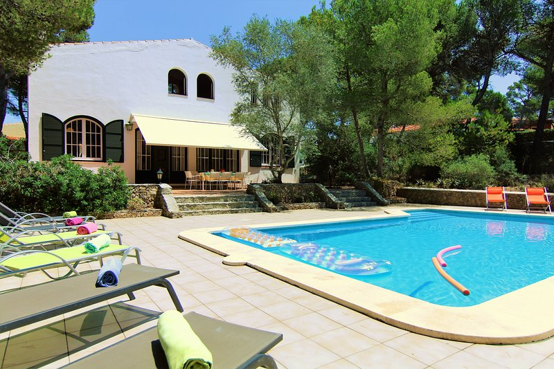 Villa Los Dragones - big private pool, free WiFi GOLF, vacation rental in Mercadal