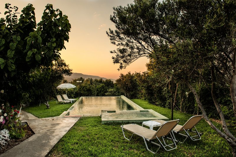 Private pool★BBQ  area ★ Sea View★5 Bedrooms ★ 1km to the  beach, vakantiewoning in Kolymbari