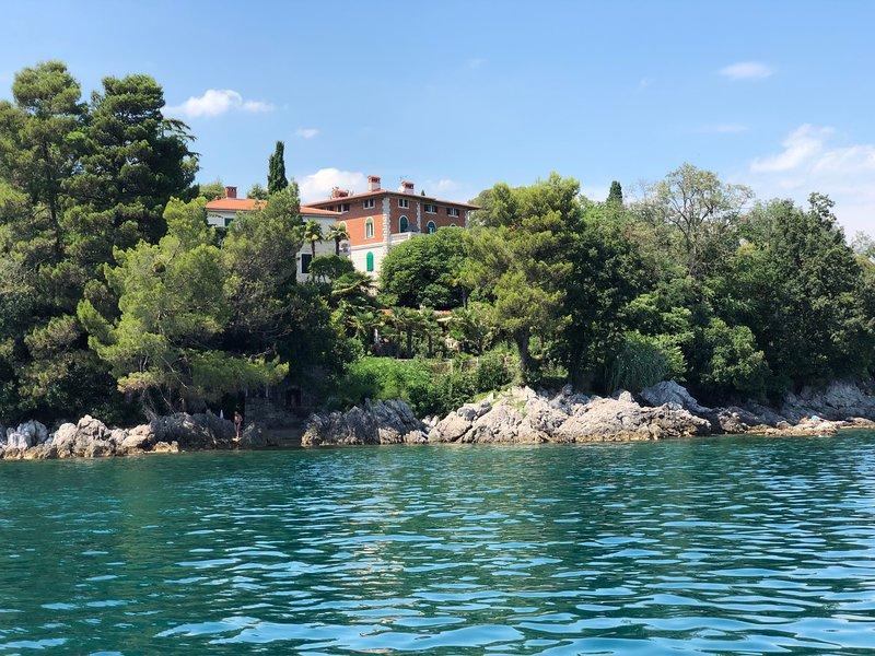 Deluxe Beachfront Apartment Klara in Habsburg Villa, Lovran, Entire Home, holiday rental in Lovran