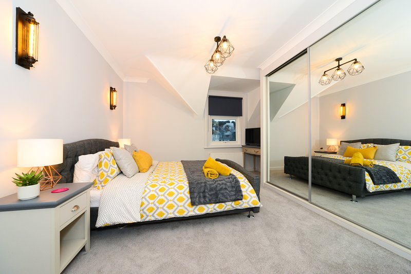 Luxury Hideout Apartment near Poole & Bournemouth & Sandbanks Beach, vacation rental in Poole