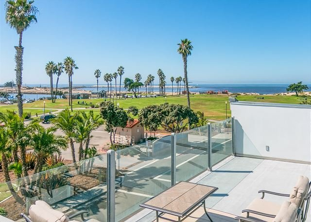 Family-Friendly Home w/ Ocean-View Rooftop Deck - Beach Across the Street, vacation rental in Ventura