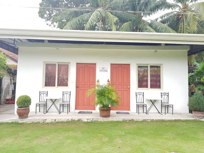 Garden View Room 3 & 4 ( near whaleshark watching ), holiday rental in Oslob