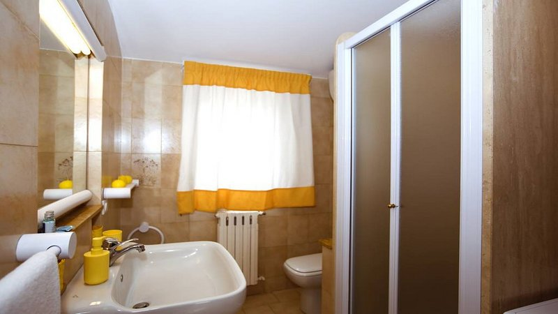 Bathroom with shower well equipped ar casa mariabdre a apaerment sorrento booking accommodation rent