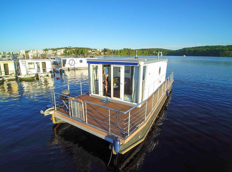 Houseboat Finland:Houseboat Standard 24 m2/ 4 pers, vacation rental in Petajavesi