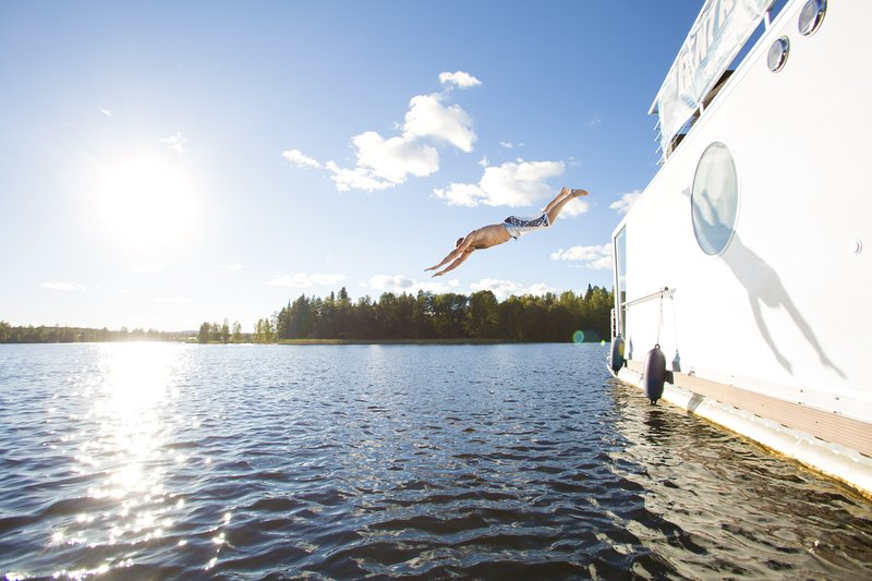 Houseboat Finland: Houseboat DeLuxe 42 m2 / 6 pers, vacation rental in Petajavesi