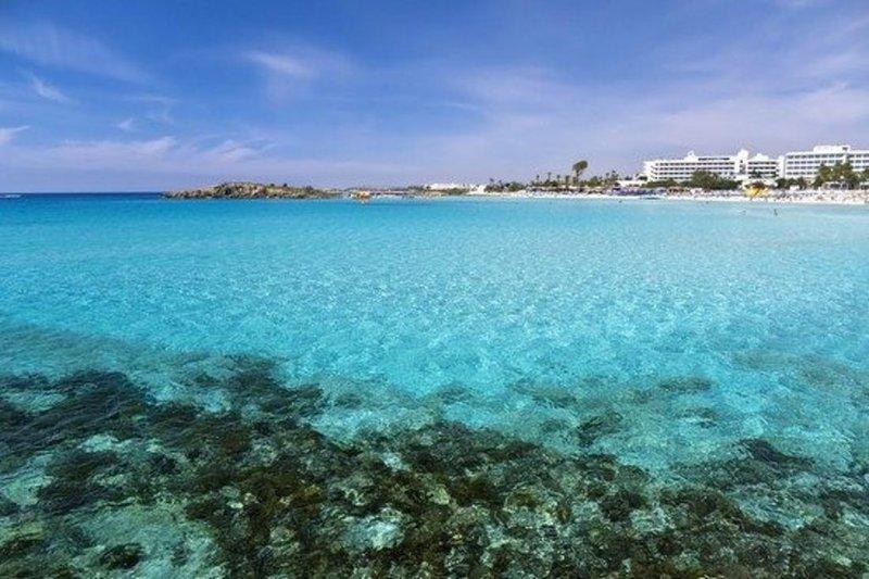 """5 Star Cyprus Villa, Minutes from the Beach"" Pernera Villa 80, Ferienwohnung in Pernera"